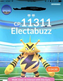Có lợi thế nào không khi tấn công raid boss ở một phòng gym của đội mình?